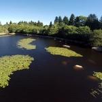 Tournage vidéo avec drone au lac du merle dans le Parc naturel du Ssidobre : effleurements de granit.