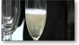 Reportage vidéo illustratif (clip vidéo) d'un vernissage couplé à une dégustation de vins et de Champagne