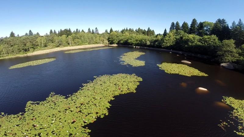 Tournage vidéo avec drone sur le lac du merle au Sidobre