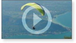 Clip vidéo sur le ballet aérien de parapentes
